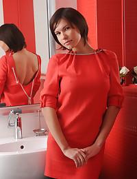 Suzanna A bare in erotic MUZZE gallery - MetArt.com