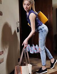 Lola Krit bare in erotic ANSURA gallery - MetArt.com